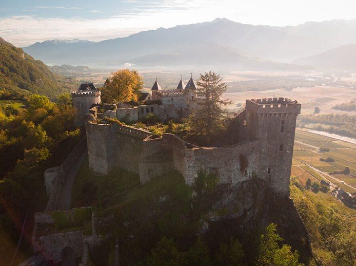 Castillos De Todo El Mundo La Fortaleza de Miolans, Saboya, Francia (esto solía ser una prisión)