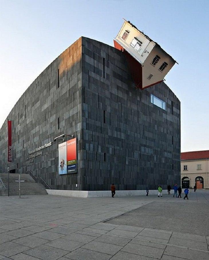 Edificios Extraños Un edificio llamado 'House Attack' en Viena, Austria