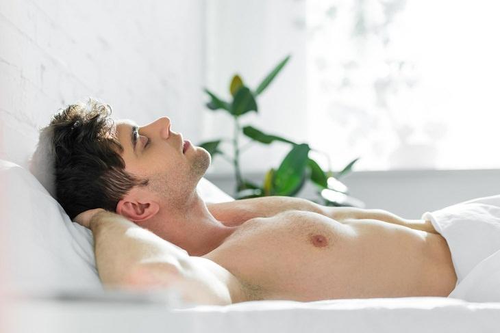 Beneficios De Dormir Boca Arriba Menos hinchazón en la cara