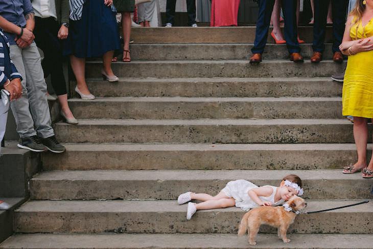 Perros En Fotos De Bodas Niña y perro en una boda