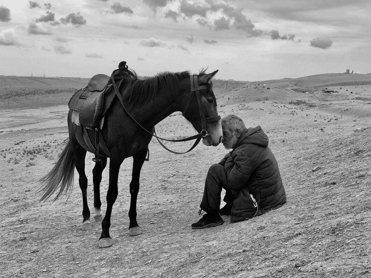 """Ganadores Fotografía iPhone 2021 Primer lugar en el premio al fotógrafo del año: """"Vínculo"""", Sharan Shetty, filmada con el iPhone X"""