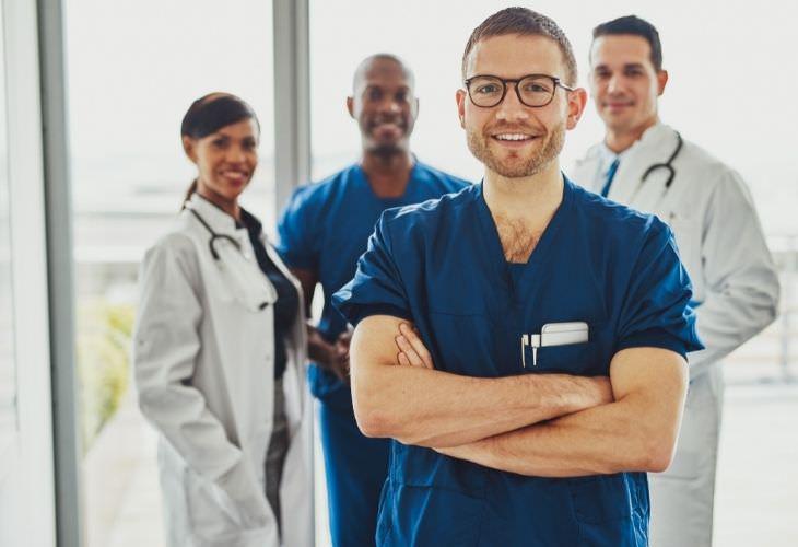 Chiste: Una Charla Entre Doctores