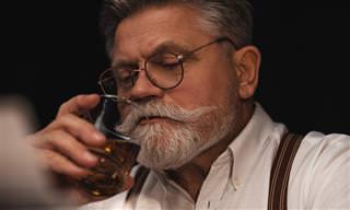 Broma: Un Viejo Borracho Increpando A Un Tipo Duro En El Bar