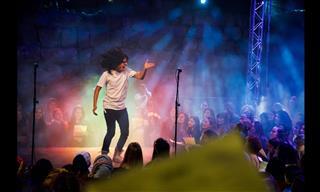 """1000 Personas Cantando Juntas """"One Love"""" De Bob Marley"""