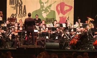 Banda Sonora De Bond Interpretada Por Orquesta