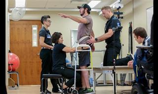 Un Chico Con Paraplejía Vuelve a Caminar Gracias a La Tecnología Médica