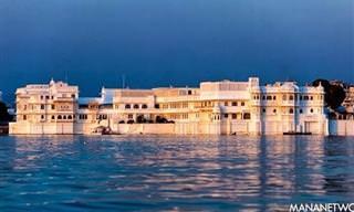 Un Palacio Del Siglo XVIII Que Flota Sobre Las Aguas