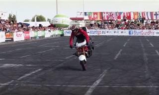 Espectaculares Acrobacias Con Una Motocicleta