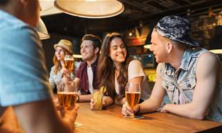 Chiste: Entra Un Borracho En Un Bar y Pide Una Ronda...