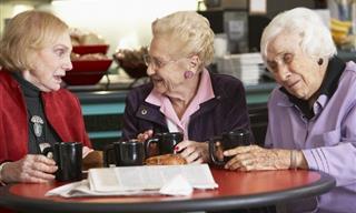 Chiste: Tres Ancianas Tomando El Té