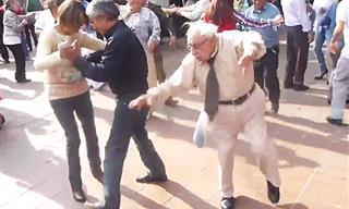 Un Anciano Con Mucha Marcha