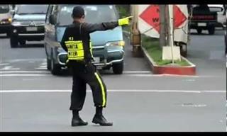 ¿Conoces Al Policia De Tráfico Más Divertido?