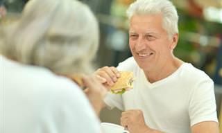 Humor: Una Pareja De Ancianos Que Lo Comparte Todo...