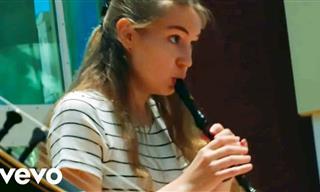 Hermosa Interpretación De Esta Joven Con Una Flauta