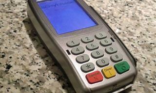 Nunca Debes Deslizar Tus Tarjetas De Crédito Al Hacer Compras