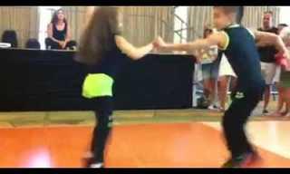Niños Bailarines Deslumbran Al Público