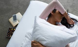 ¿Te Cuesta Dormir? Pon Un Diente De Ajo Bajo La Almohada
