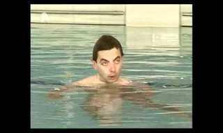A Reír Con Mr. Bean En Su Visita A La Piscina Pública
