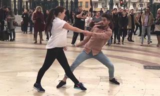 Disfruta De Un Espectáculo De Baile y Música En Las Calles De Valencia