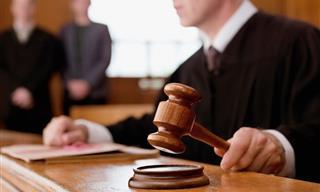 Chiste: Una Anciana En El Juzgado