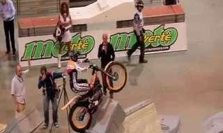 ¡Increíbles Acrobacias En Motocicleta!