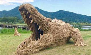 ¡Figuras Gigantes De Paja Invaden Japón!