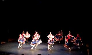 ¡Este Grupo De Danza Tradicional Rusa Es Fascinante!