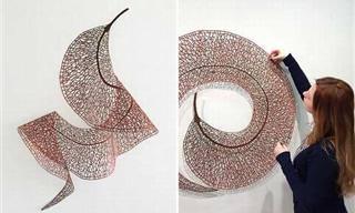 El Arte De Esta Mujer Es Creado Con Una Máquina De Coser