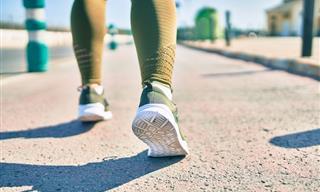 ¿Por Qué Deberías Darle Una Oportunidad a La Caminata En Reversa?