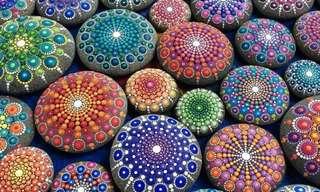Bellos Mándalas En Piedras Multicolores
