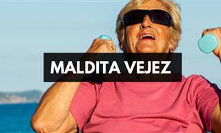 Una Descarada Abuela Camina Por La Playa..