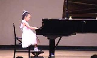 Una Increíble Pianista De 6 Años