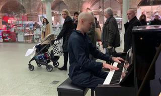 Un Pianista Profesional Asombra a Todos En Un Centro Comercial