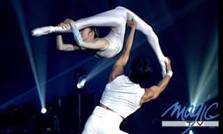 Bailarines y Acróbatas Se Funden En Un Increíble Show