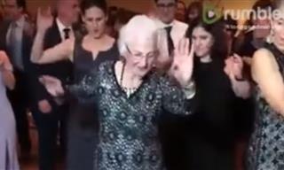 Esta Señora De 96 Años No Para De Bailar