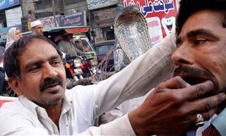 Visita Pakistán y Conoce Sobre Los Dentistas y Doctores Callejeros