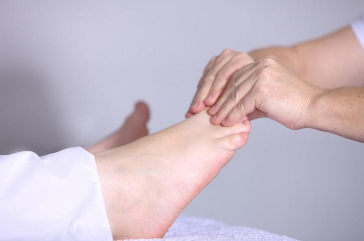 Para piernas y hierbas pies hinchar