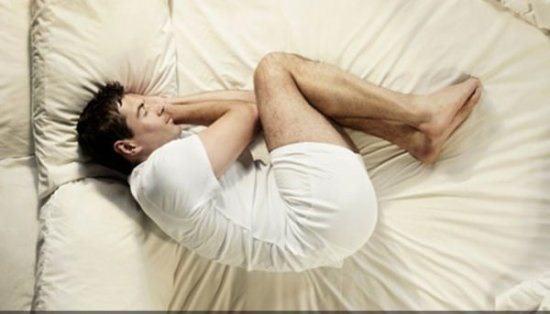 dormir mientras duerme puede afectar la próstata